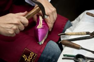 Genesis, Artigianato Creativo_Creazione di una calzatura_dettaglio_1_Ph. Marco Barbaro