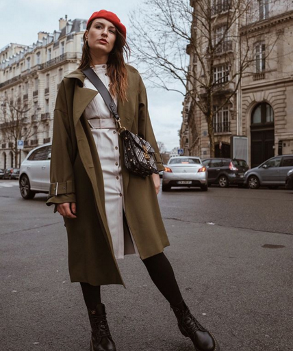 Carlotta Rubaltelli di www.styleandtrouble.com indossa un abito Tara Jarmon a Parigi