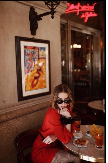 Clara Nanut in abito rosso Tara Jarmon