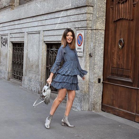 Gaia Viola Giraudi in un abito Paperlace