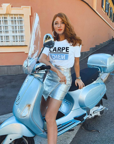 Alina Schiano con total look Suncoo