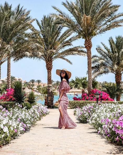 La nostra travel blogger, Travelliamo.me con abito Suncoo in Egitto