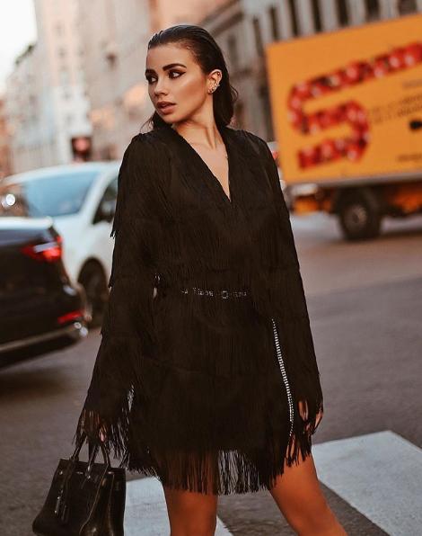 Eleonora Rocchini in abito nero Mangano con frangie