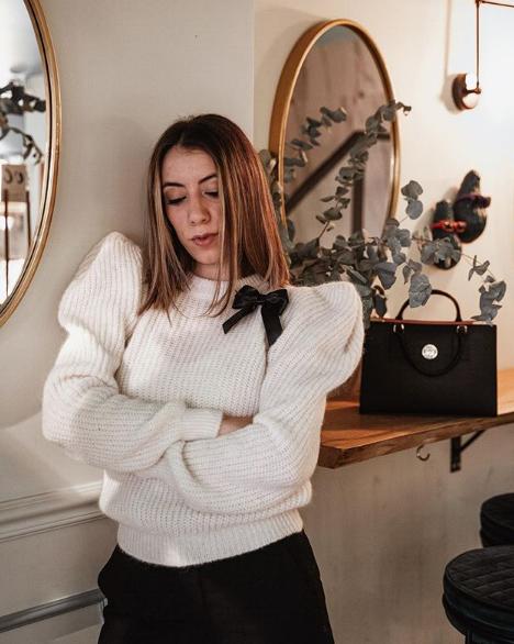 Erica Barca indossa maglione Mangano